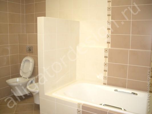 Квартира на улице Композиторов. Ванная комната, ванна и санузел